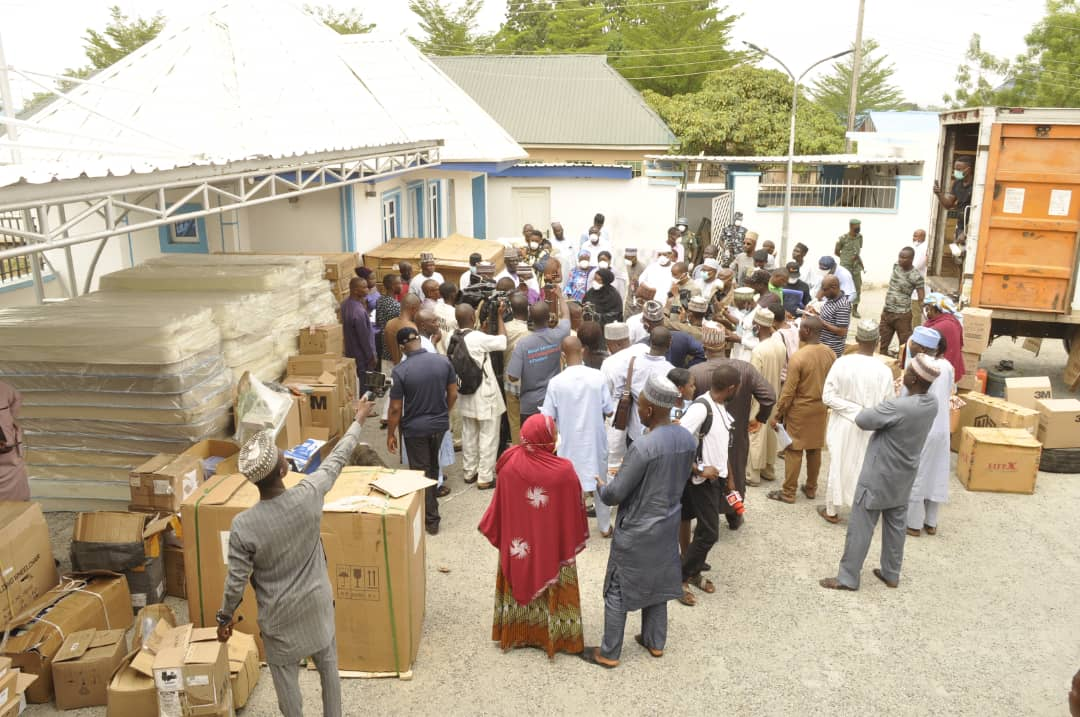 NIGER STATE GOVERNMENT RECIEVES HEALTH EQUIPMENT FR0M A PRIVATE FIRM TO FIGHT THE SPREAD OF #COVID19